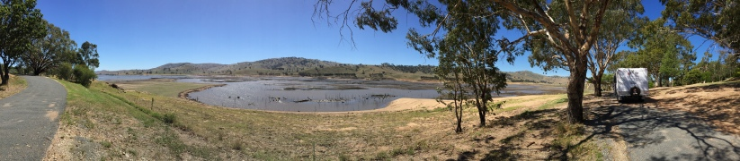 Lake Hume at Tallangatta.  Lunch in the van under the shade of gum trees.